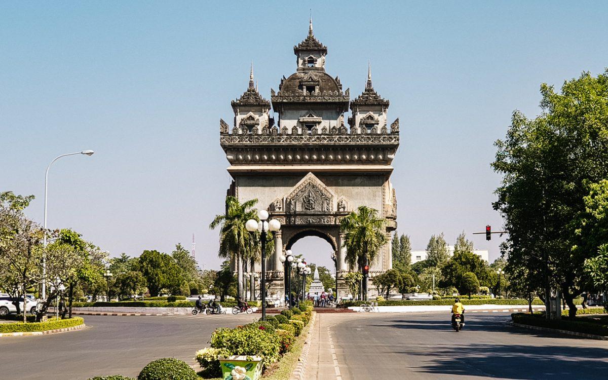 Vientiane bezienswaardigheden   Patuxai