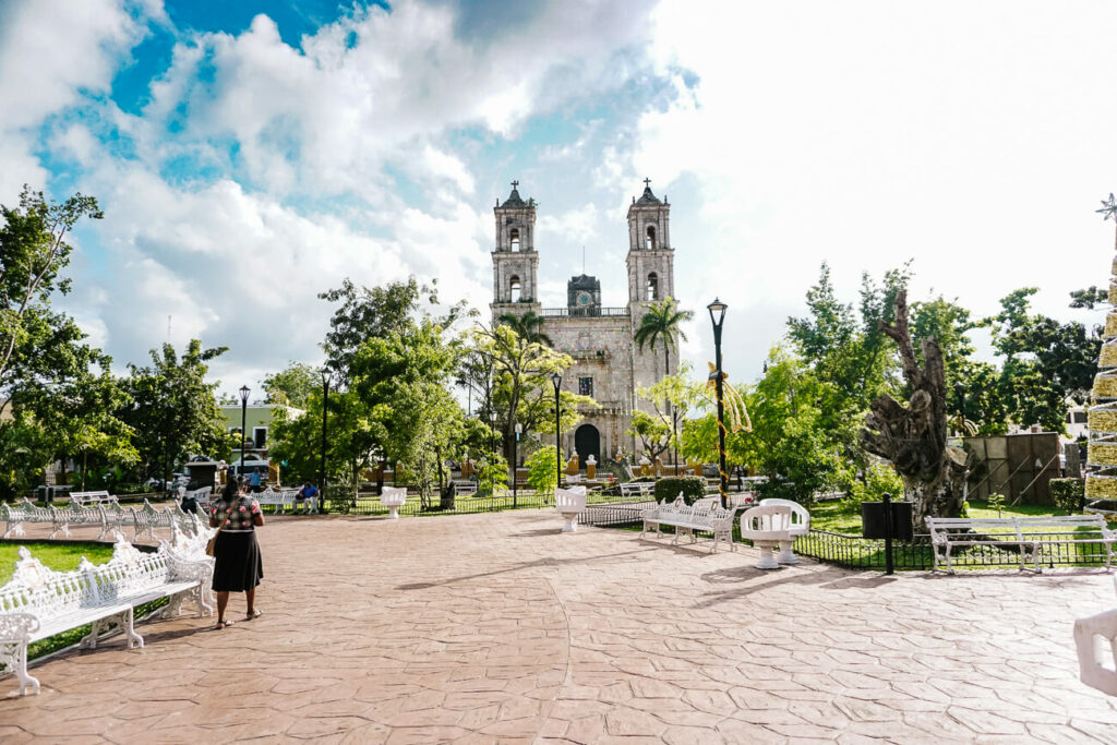 What to do in Valladolid in Mexico - visit the main plaza