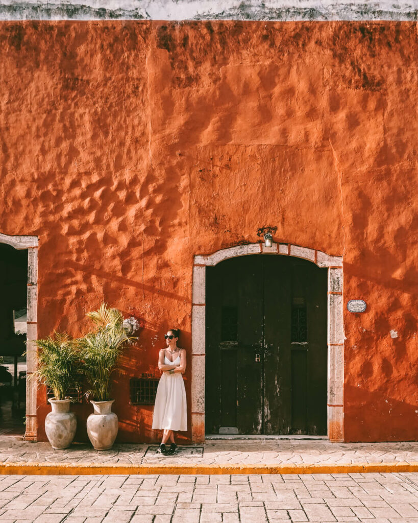 What to do in Valladolid in Mexico - take pictures of the colored houses