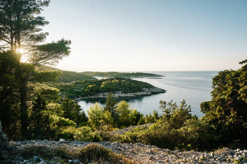 uitzicht van Fort George op eiland Vis
