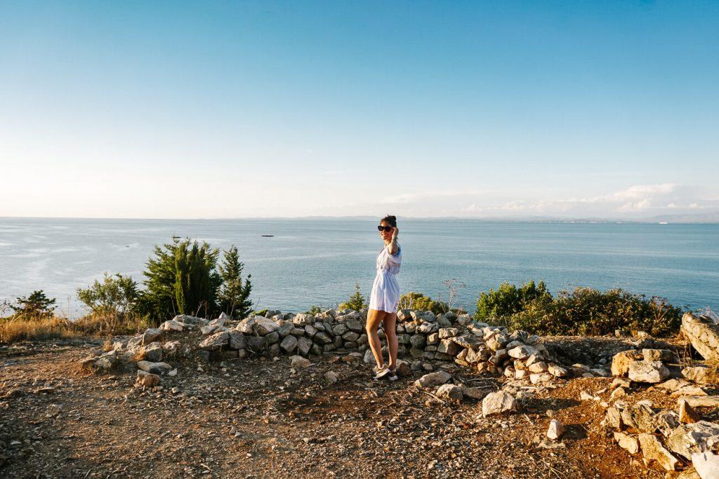 deborah bij uitzicht van Fort George op eiland Vis