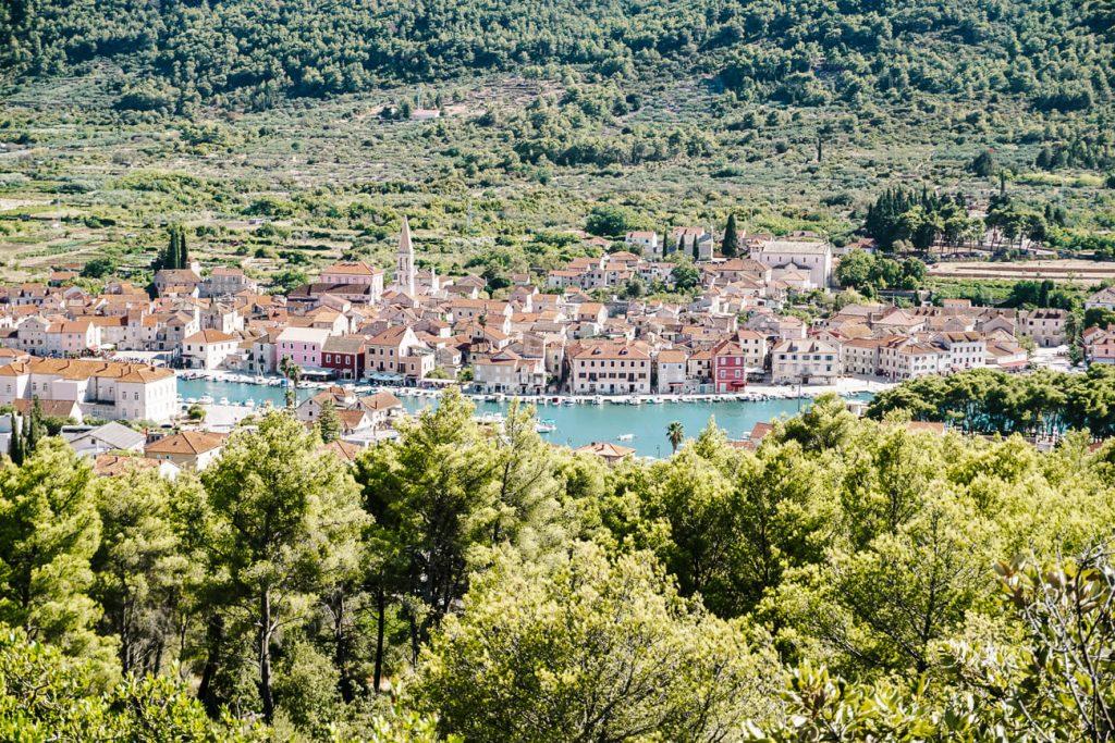 uitzicht vanaf Glavica heuvel op Stari Grad in Hvar Kroatie
