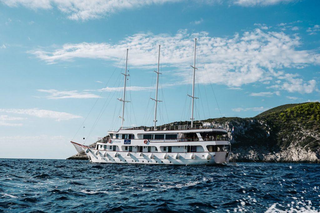 explorer cruise van Sail Croatia