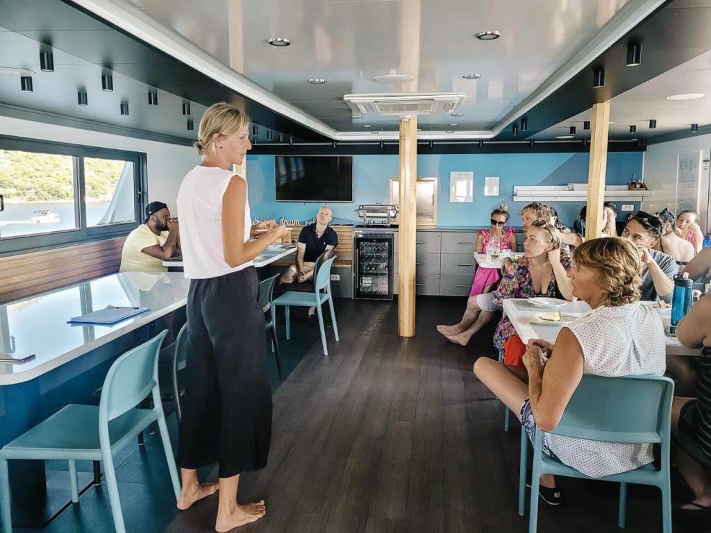 uitleg over explorer cruise Almissa van Sail Croatia
