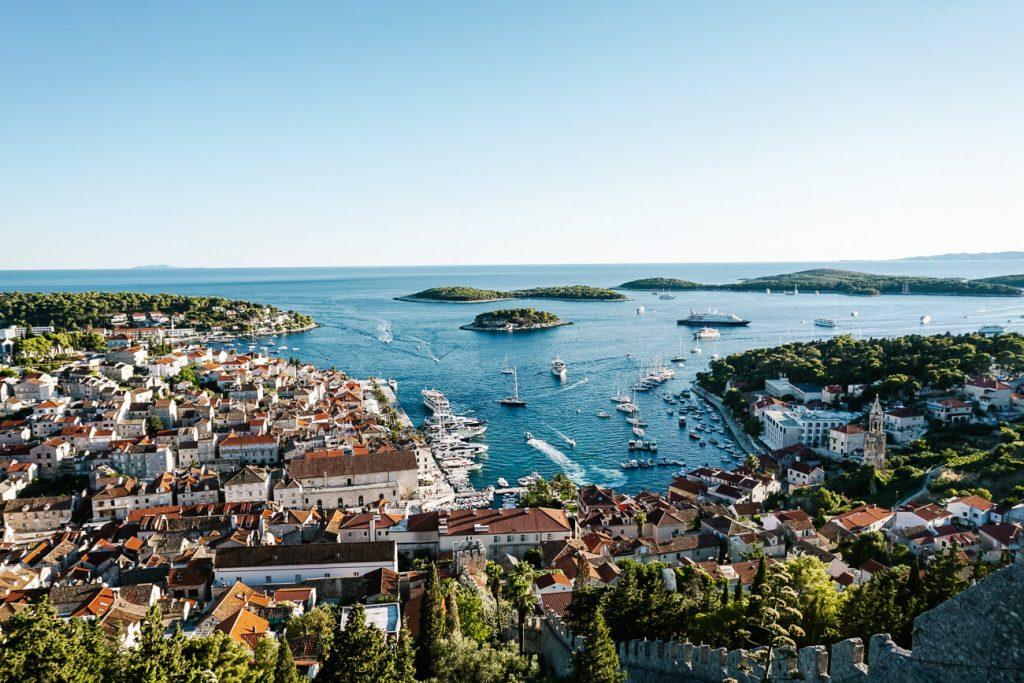 uitzicht van fort in Hvar aan de Dalmatische kust Kroatie