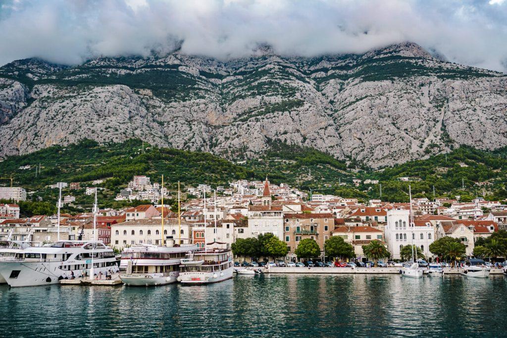 Makarska aan de Dalmatische kust van Kroatie