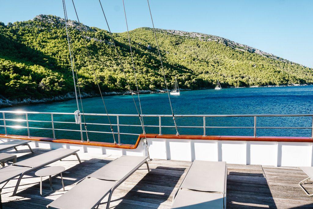 deck van explorer cruise van Sail Croatia