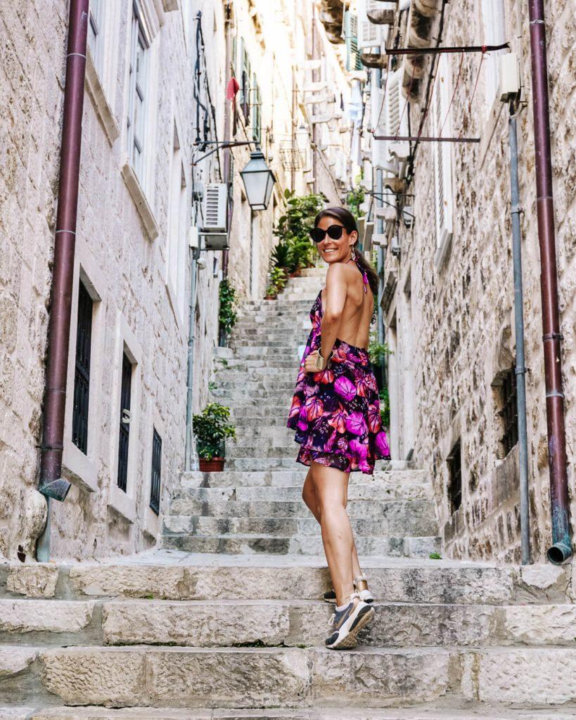 Deborah in straatje van Dubrovnik