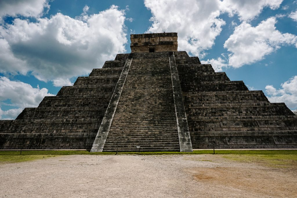 Castillo in Chichen Itza, een van de bekendste maya tempels in Mexico