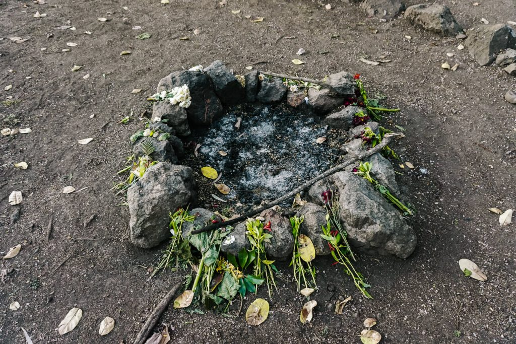 Maya altars Cerro Tzankujil viewpoint - Lake Atitlan Guatemala tips