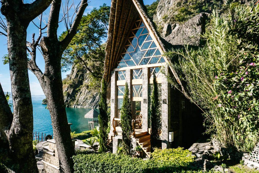 house of La fortuna lake Atitan