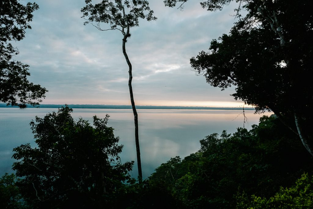uitzicht ove lago peten itza Guatemala