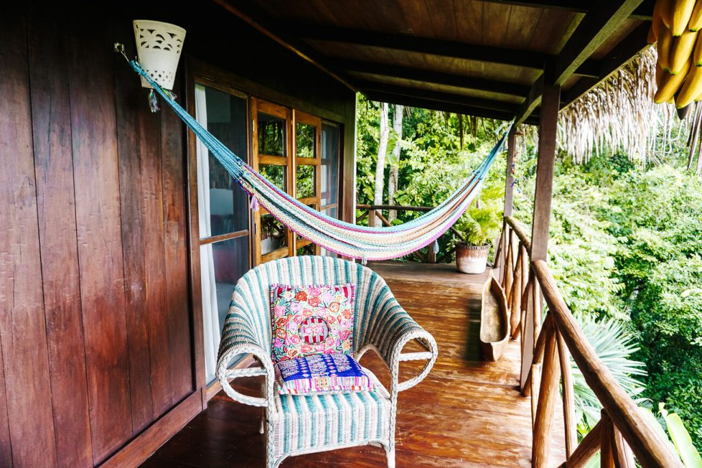 balkon van het La Lancha resort in Guatemala