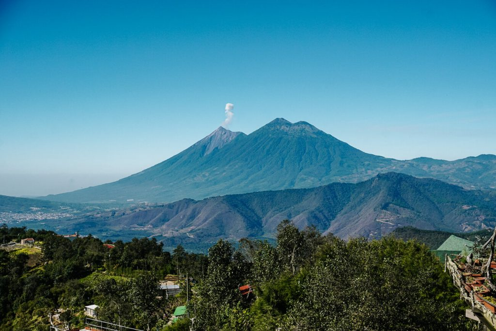 view on volcanoes | this is a guide about what to do in Antigua guatemala with many tips