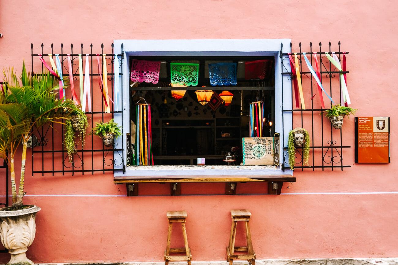 Ondek de gekleurde huizen en bezienswaardgheden van Valladolid in Mexico en omgeving